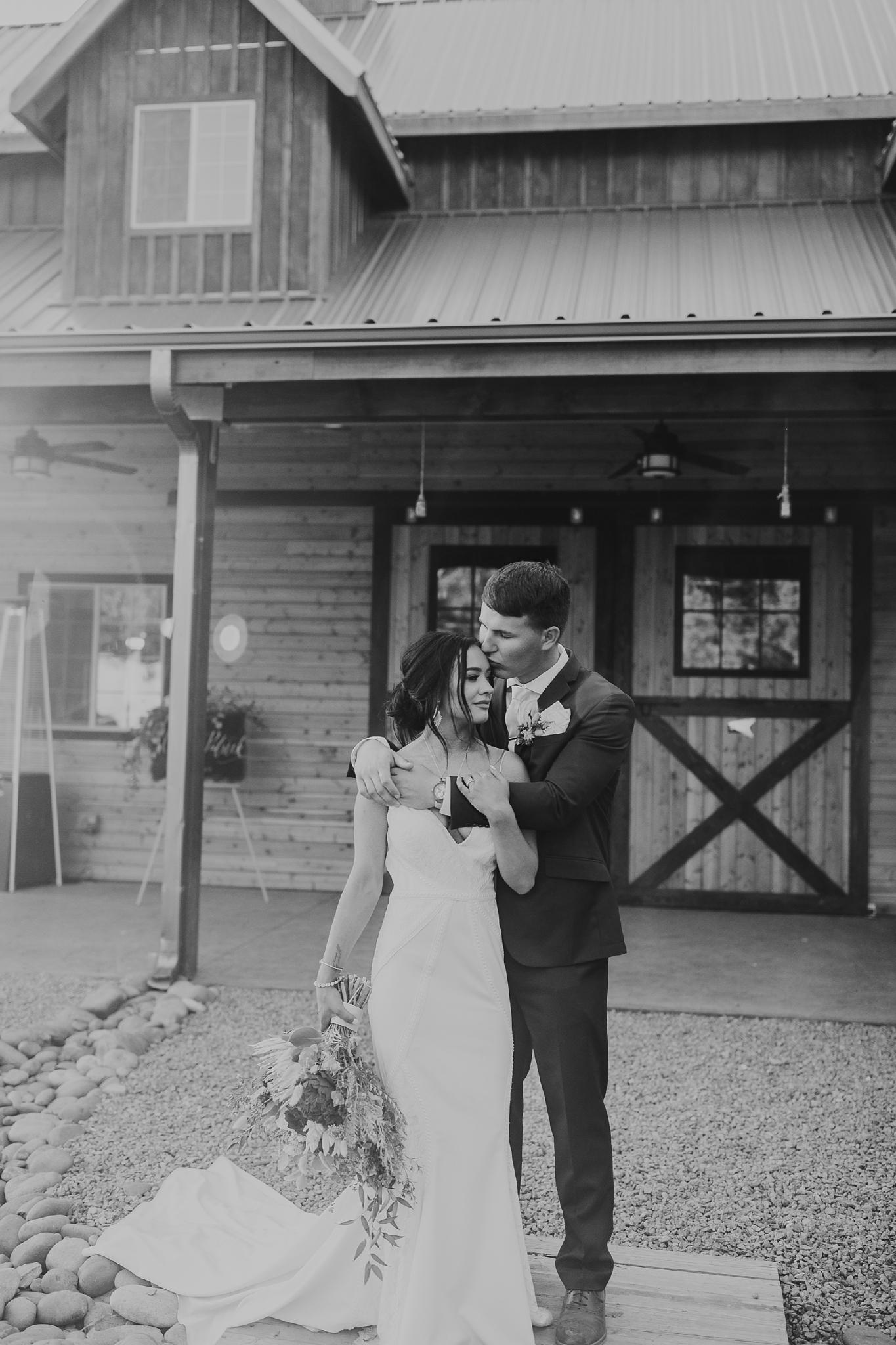 Alicia+lucia+photography+-+albuquerque+wedding+photographer+-+santa+fe+wedding+photography+-+new+mexico+wedding+photographer+-+new+mexico+wedding+-+new+mexico+wedding+-+barn+wedding+-+enchanted+vine+barn+wedding+-+ruidoso+wedding_0134.jpg