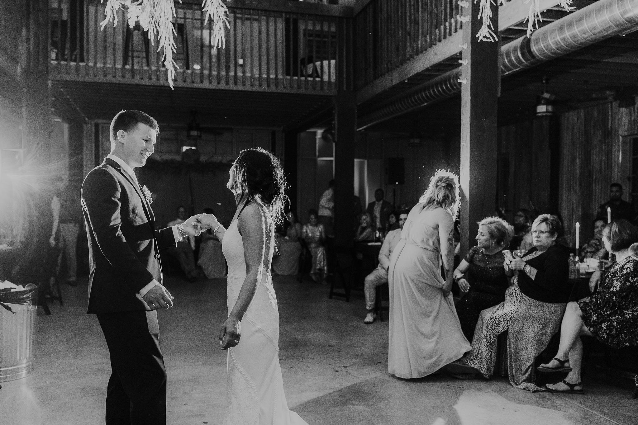 Alicia+lucia+photography+-+albuquerque+wedding+photographer+-+santa+fe+wedding+photography+-+new+mexico+wedding+photographer+-+new+mexico+wedding+-+new+mexico+wedding+-+barn+wedding+-+enchanted+vine+barn+wedding+-+ruidoso+wedding_0161.jpg