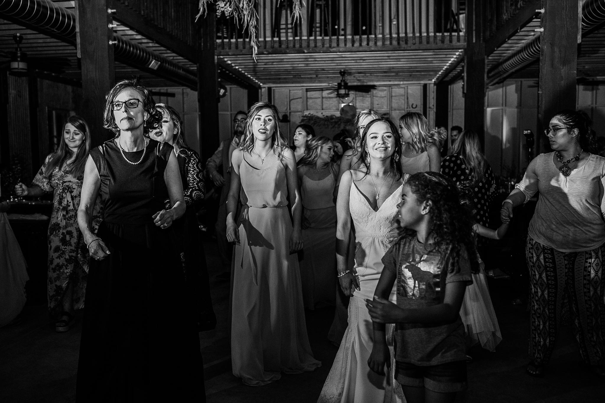 Alicia+lucia+photography+-+albuquerque+wedding+photographer+-+santa+fe+wedding+photography+-+new+mexico+wedding+photographer+-+new+mexico+wedding+-+new+mexico+wedding+-+barn+wedding+-+enchanted+vine+barn+wedding+-+ruidoso+wedding_0169.jpg