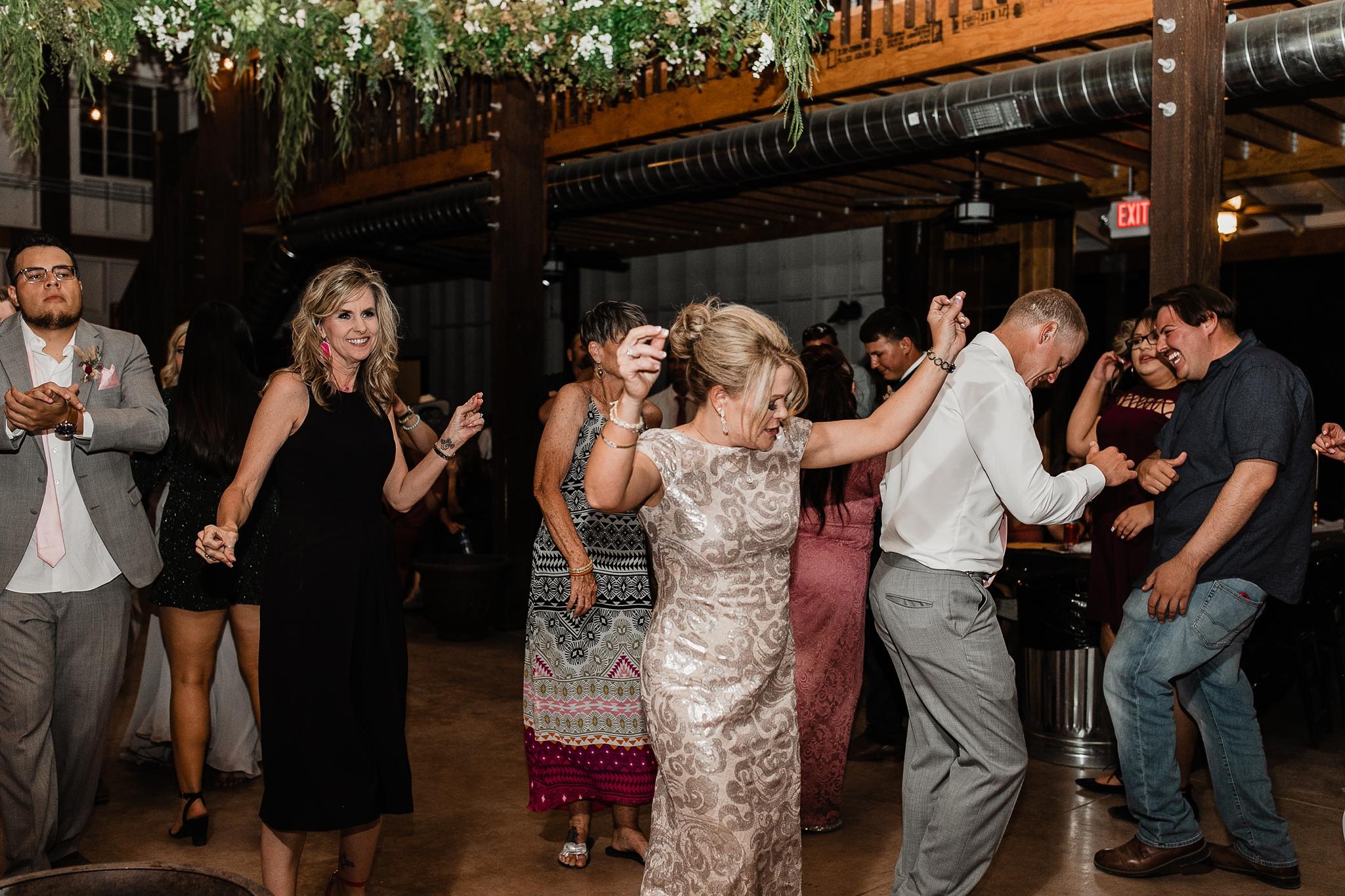 Alicia+lucia+photography+-+albuquerque+wedding+photographer+-+santa+fe+wedding+photography+-+new+mexico+wedding+photographer+-+new+mexico+wedding+-+new+mexico+wedding+-+barn+wedding+-+enchanted+vine+barn+wedding+-+ruidoso+wedding_0173.jpg