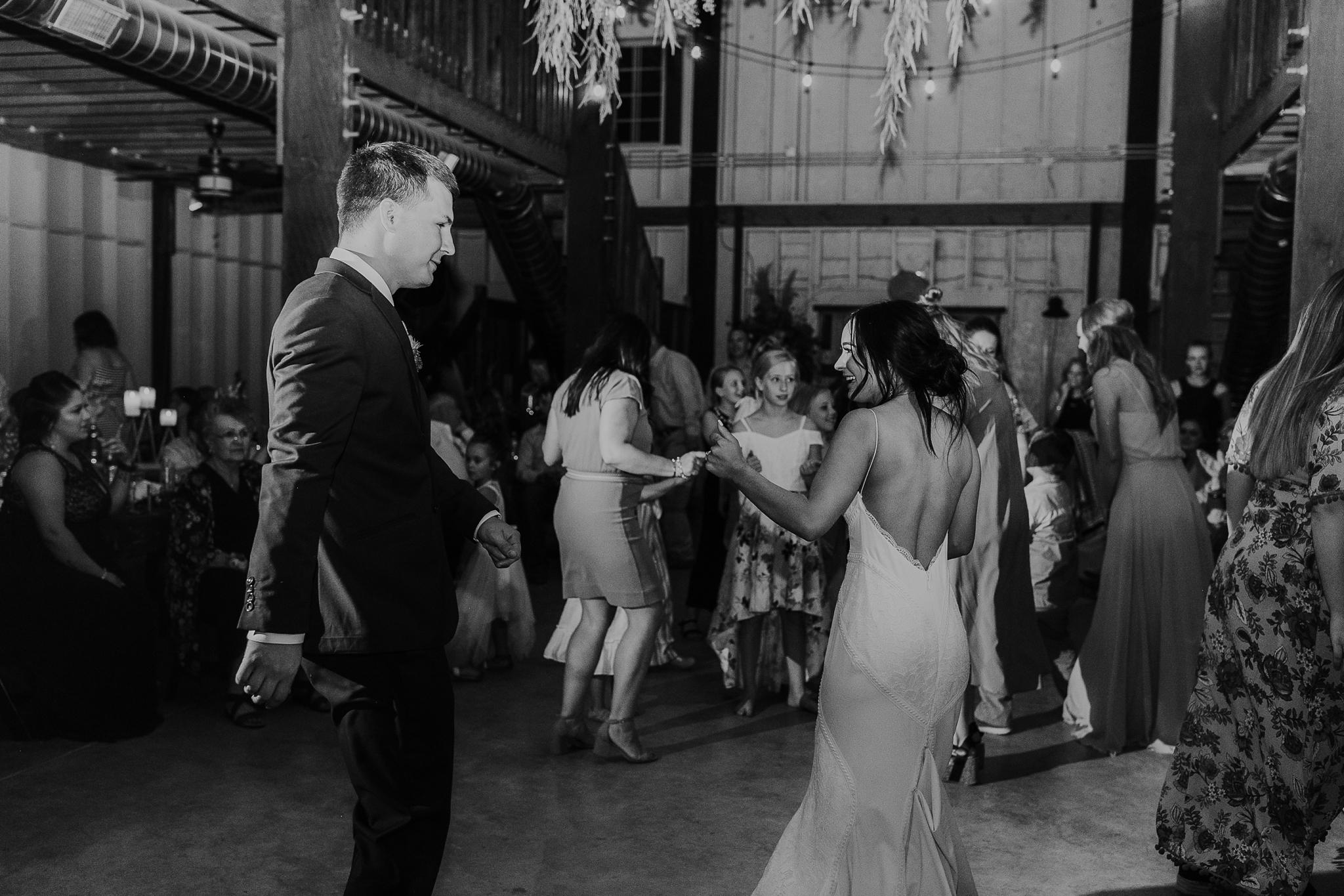 Alicia+lucia+photography+-+albuquerque+wedding+photographer+-+santa+fe+wedding+photography+-+new+mexico+wedding+photographer+-+new+mexico+wedding+-+new+mexico+wedding+-+barn+wedding+-+enchanted+vine+barn+wedding+-+ruidoso+wedding_0174.jpg