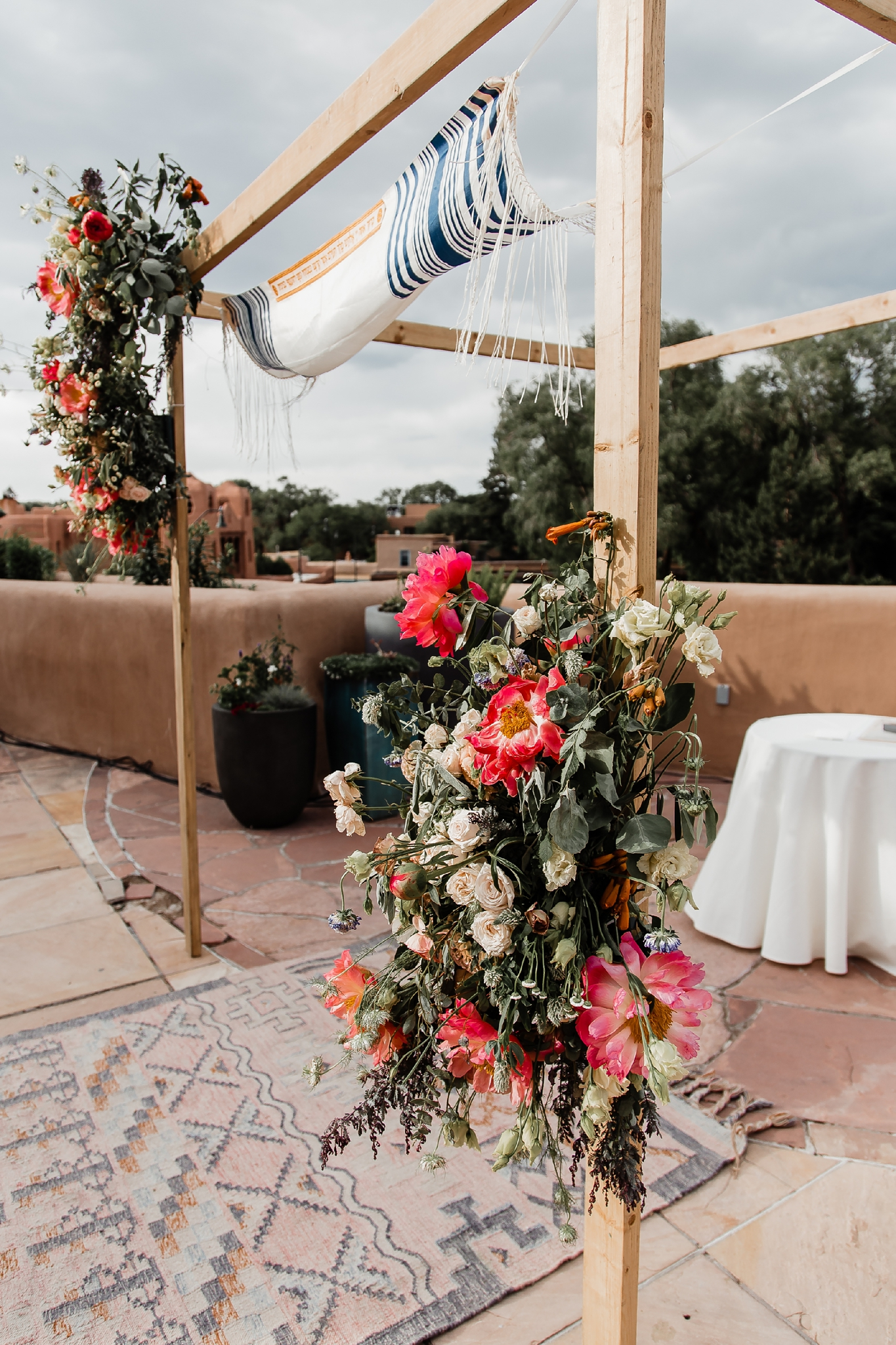 Alicia+lucia+photography+-+albuquerque+wedding+photographer+-+santa+fe+wedding+photography+-+new+mexico+wedding+photographer+-+new+mexico+wedding+-+summer+wedding+-+summer+wedding+florals+-+southwest+wedding_0049.jpg