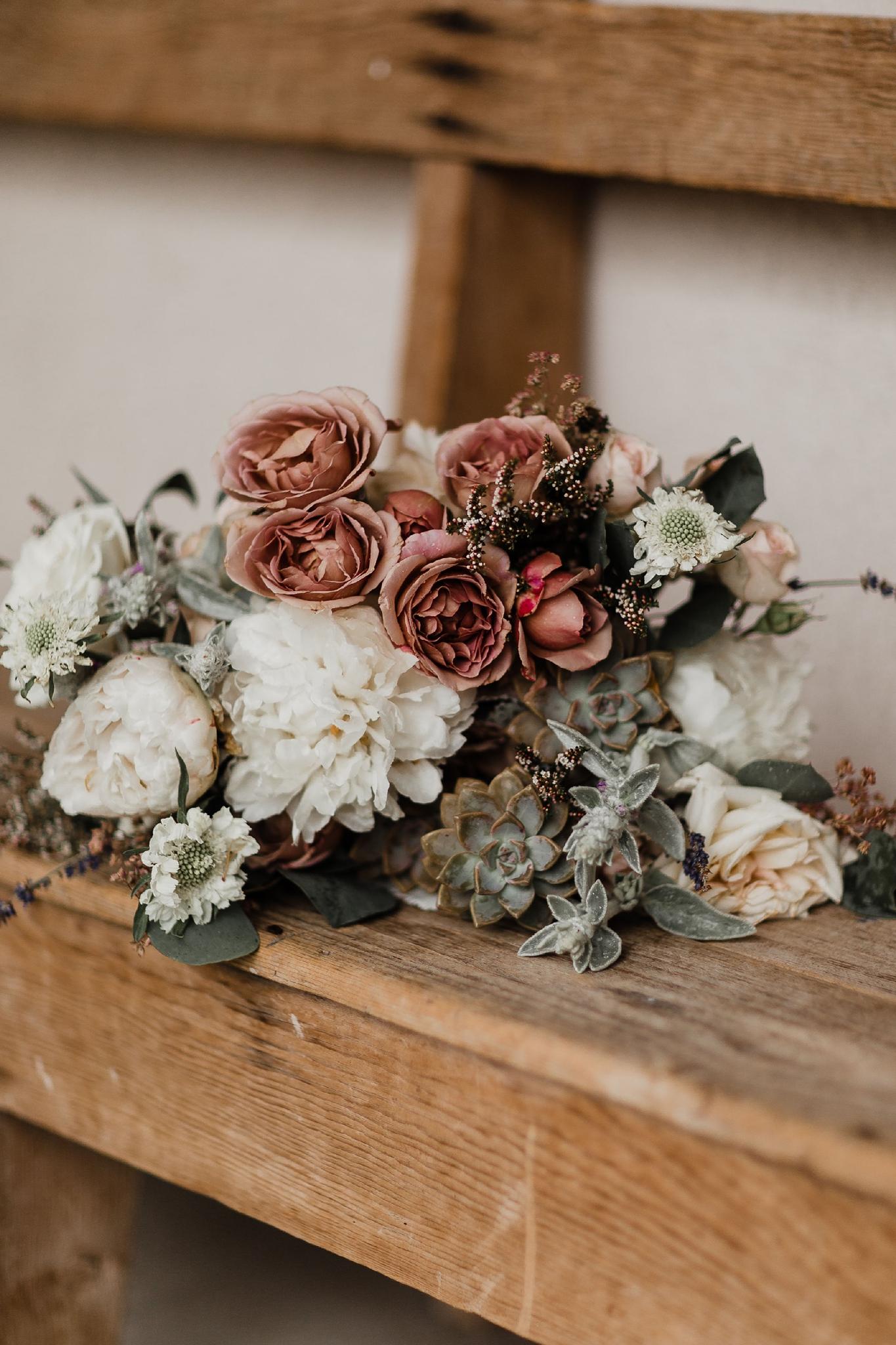 Alicia+lucia+photography+-+albuquerque+wedding+photographer+-+santa+fe+wedding+photography+-+new+mexico+wedding+photographer+-+new+mexico+wedding+-+summer+wedding+-+summer+wedding+florals+-+southwest+wedding_0057.jpg