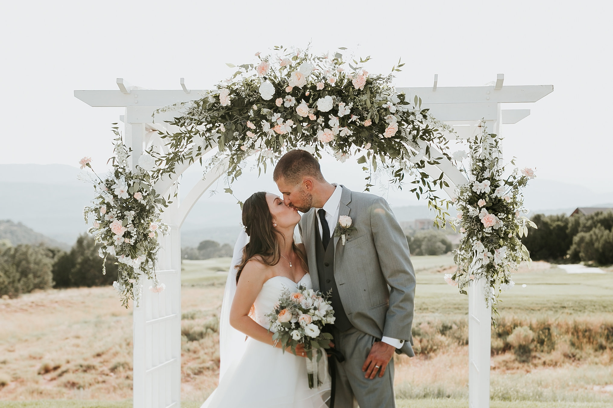 Alicia+lucia+photography+-+albuquerque+wedding+photographer+-+santa+fe+wedding+photography+-+new+mexico+wedding+photographer+-+new+mexico+wedding+-+summer+wedding+-+summer+wedding+florals+-+southwest+wedding_0115.jpg