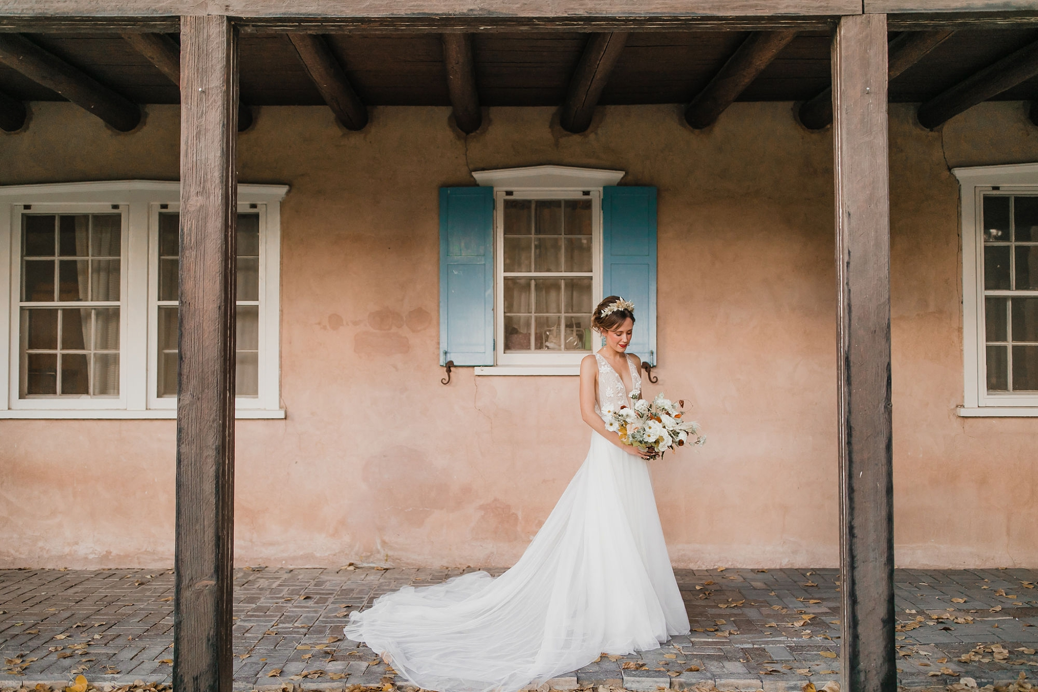 Alicia+lucia+photography+-+albuquerque+wedding+photographer+-+santa+fe+wedding+photography+-+new+mexico+wedding+photographer+-+new+mexico+wedding+-+wedding+gowns+-+bridal+gowns+-+a+line+wedding+gown_0001.jpg