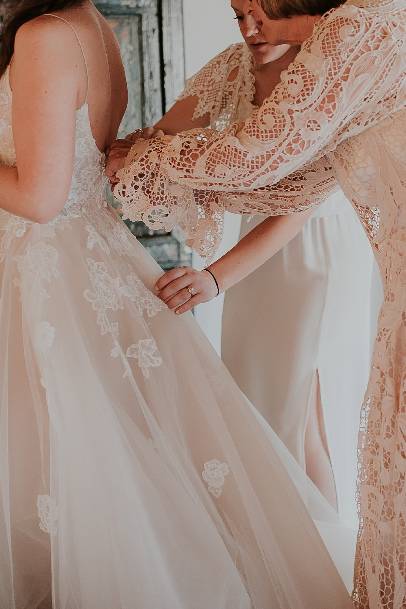 Alicia+lucia+photography+-+albuquerque+wedding+photographer+-+santa+fe+wedding+photography+-+new+mexico+wedding+photographer+-+new+mexico+wedding+-+wedding+gowns+-+bridal+gowns+-+a+line+wedding+gown_0062.jpg