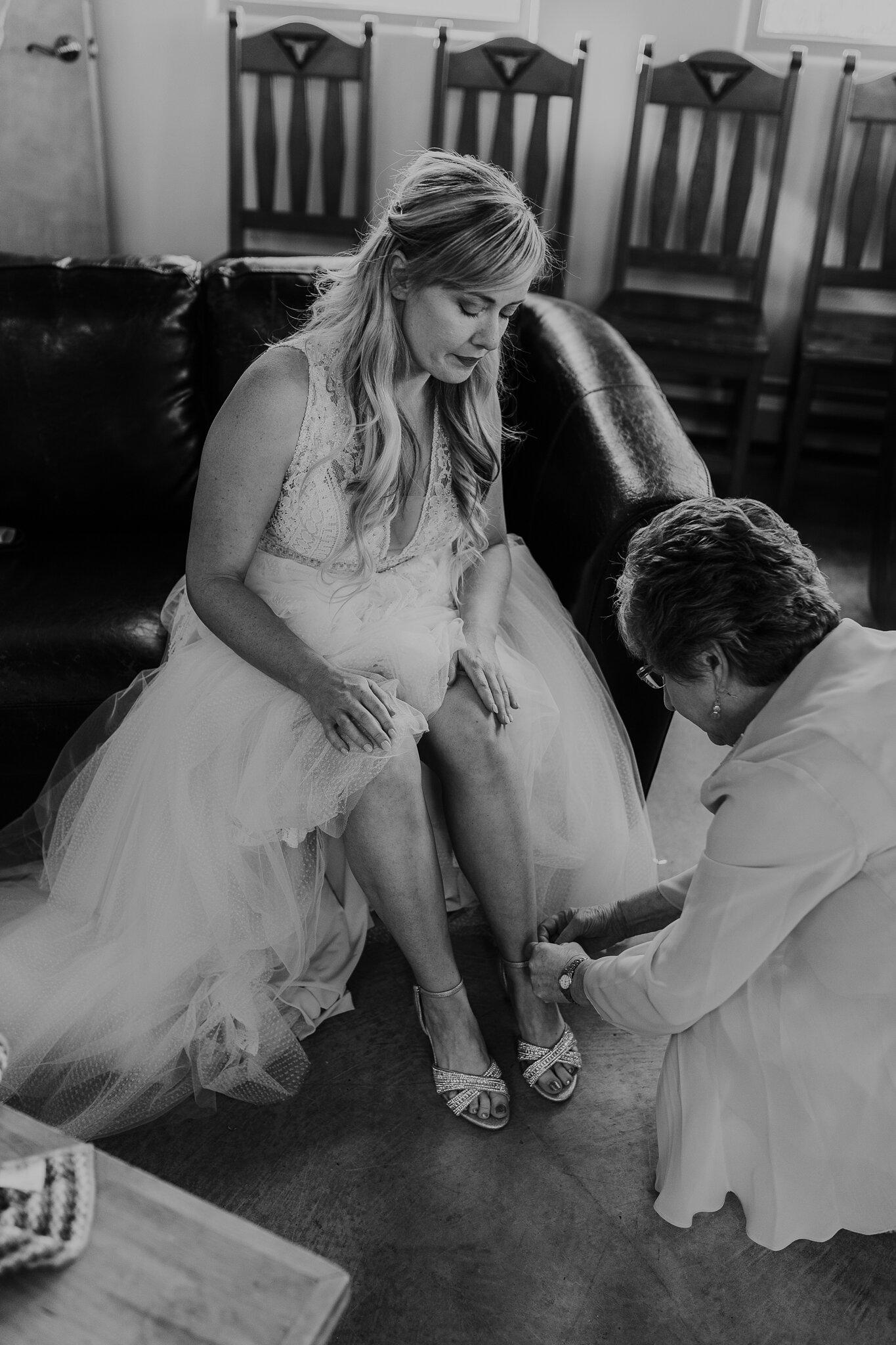 Alicia+lucia+photography+-+albuquerque+wedding+photographer+-+santa+fe+wedding+photography+-+new+mexico+wedding+photographer+-+new+mexico+wedding+-+wedding+-+santa+fe+wedding+-+ghost+ranch+-+ghost+ranch+wedding+-+fall+wedding_0012.jpg