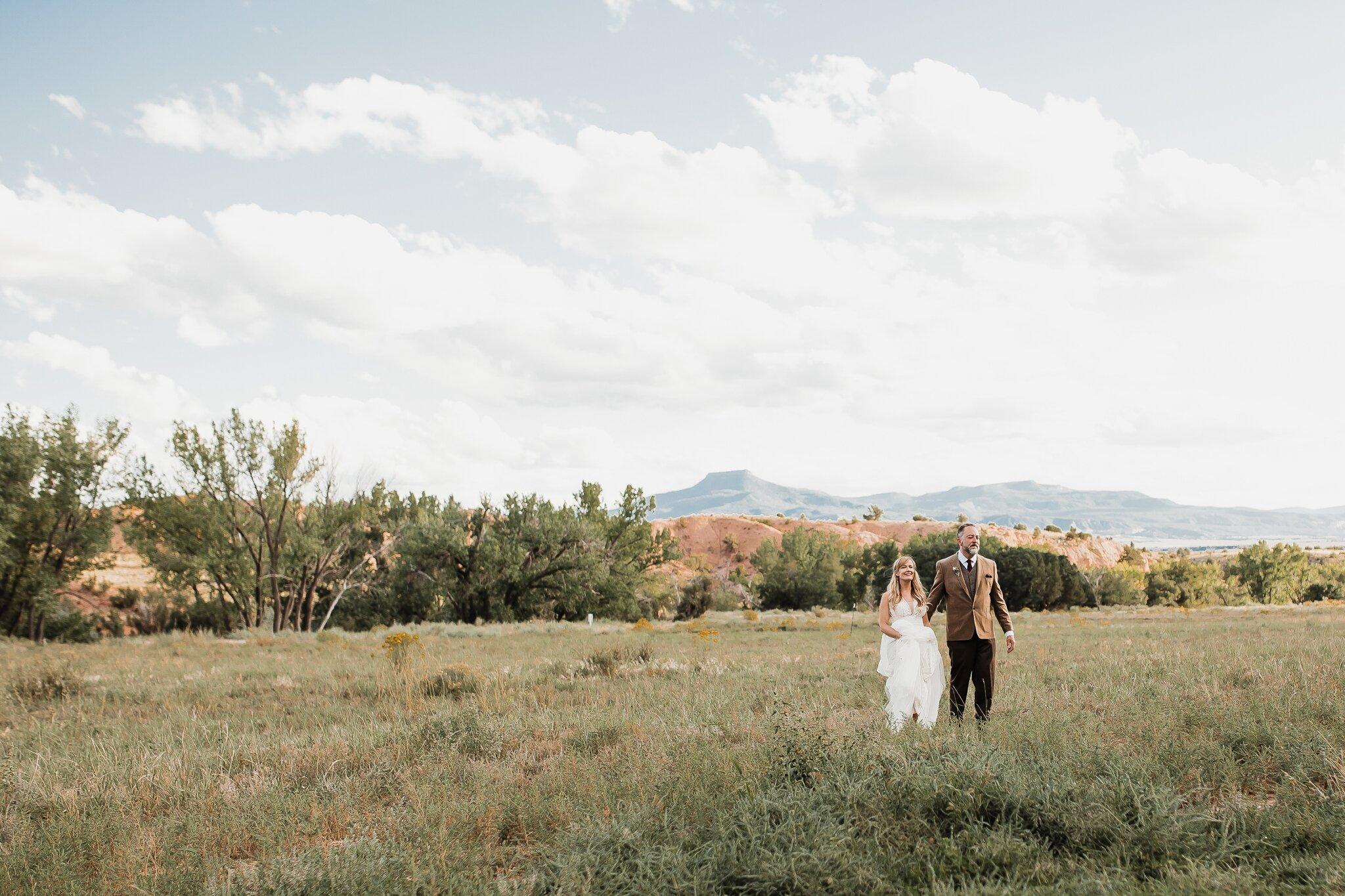 Alicia+lucia+photography+-+albuquerque+wedding+photographer+-+santa+fe+wedding+photography+-+new+mexico+wedding+photographer+-+new+mexico+wedding+-+wedding+-+santa+fe+wedding+-+ghost+ranch+-+ghost+ranch+wedding+-+fall+wedding_0057.jpg