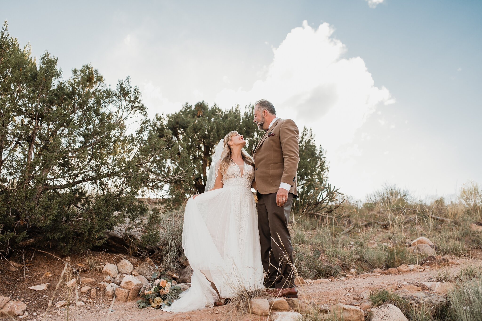 Alicia+lucia+photography+-+albuquerque+wedding+photographer+-+santa+fe+wedding+photography+-+new+mexico+wedding+photographer+-+new+mexico+wedding+-+wedding+-+santa+fe+wedding+-+ghost+ranch+-+ghost+ranch+wedding+-+fall+wedding_0058.jpg