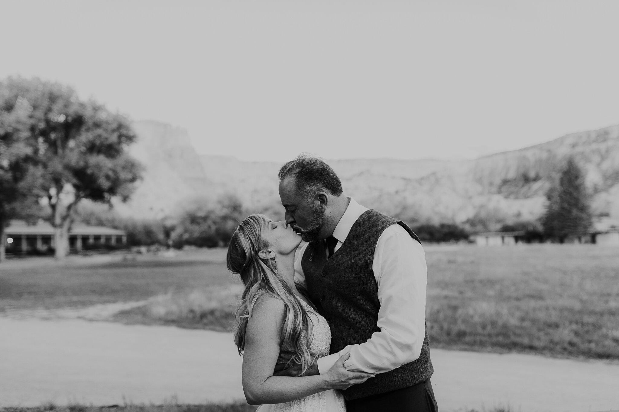 Alicia+lucia+photography+-+albuquerque+wedding+photographer+-+santa+fe+wedding+photography+-+new+mexico+wedding+photographer+-+new+mexico+wedding+-+wedding+-+santa+fe+wedding+-+ghost+ranch+-+ghost+ranch+wedding+-+fall+wedding_0079.jpg