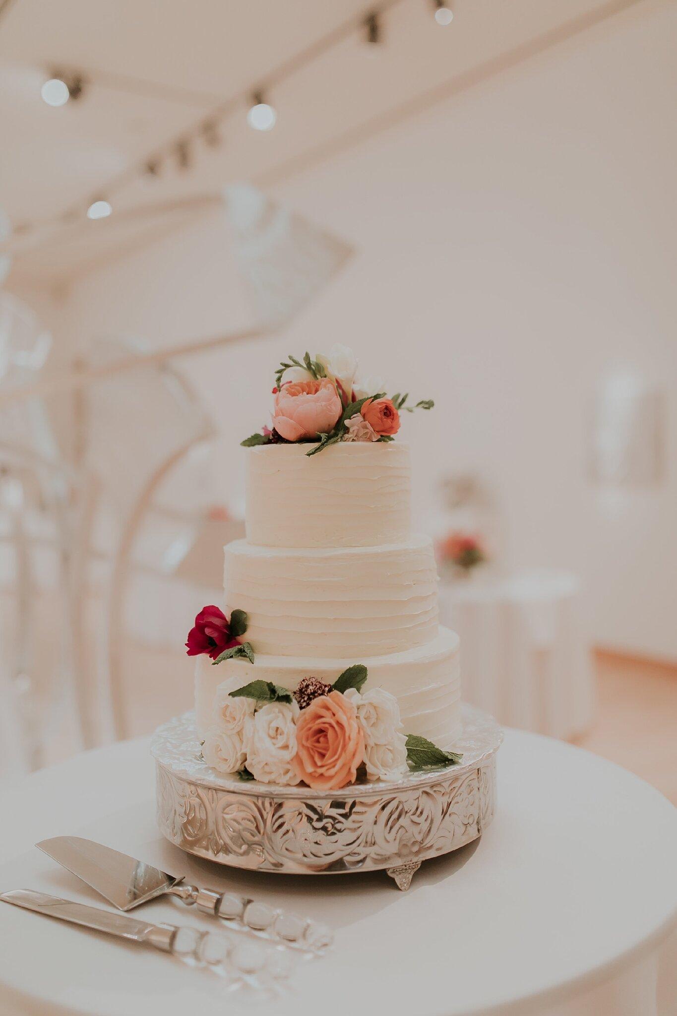 Alicia+lucia+photography+-+albuquerque+wedding+photographer+-+santa+fe+wedding+photography+-+new+mexico+wedding+photographer+-+new+mexico+wedding+-+wedding+-+wedding+cakes+-+flroal+cake+-+santa+fe+cake+-+santa+fe+baker_0019.jpg