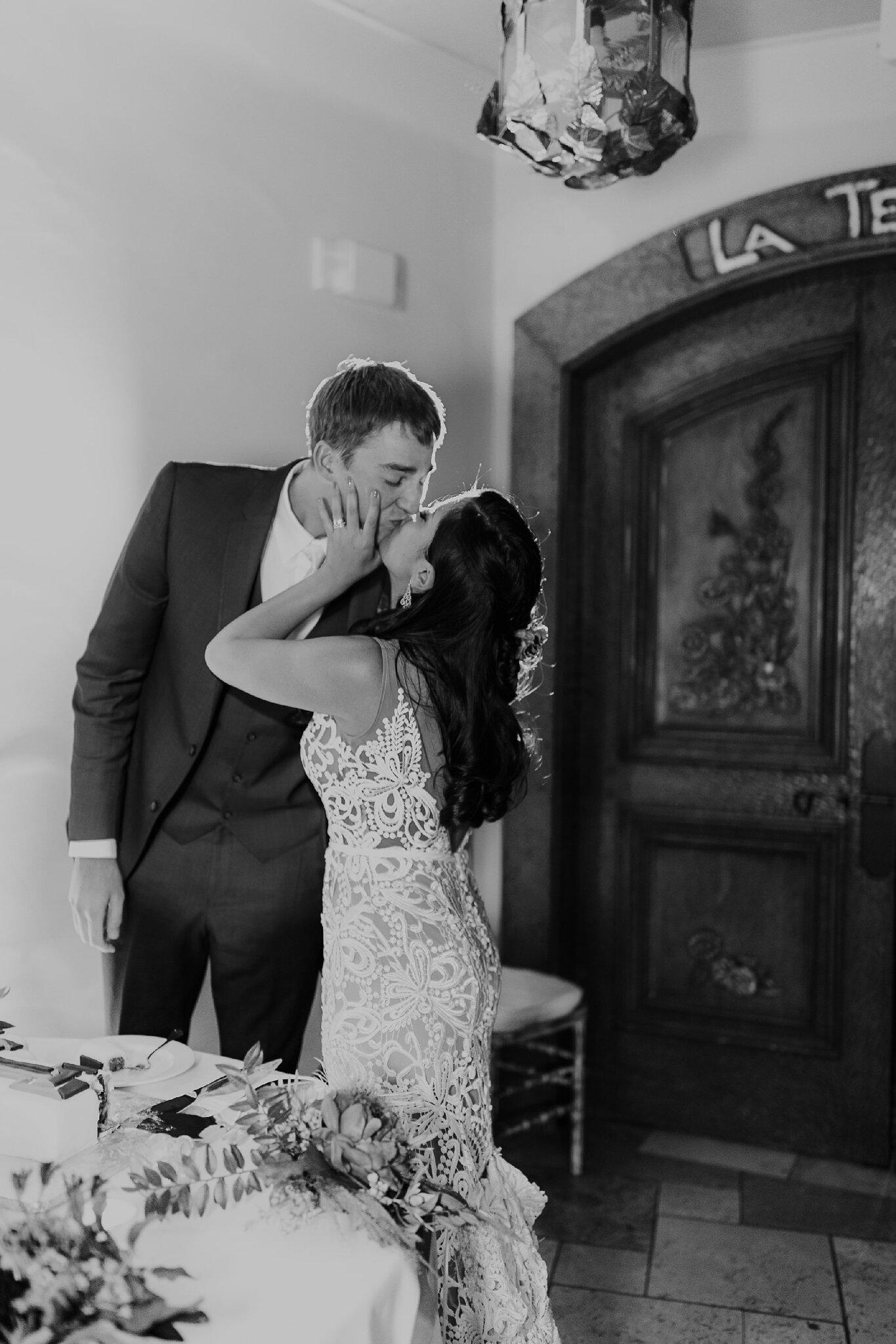 Alicia+lucia+photography+-+albuquerque+wedding+photographer+-+santa+fe+wedding+photography+-+new+mexico+wedding+photographer+-+new+mexico+wedding+-+wedding+-+wedding+cakes+-+flroal+cake+-+santa+fe+cake+-+santa+fe+baker_0018.jpg
