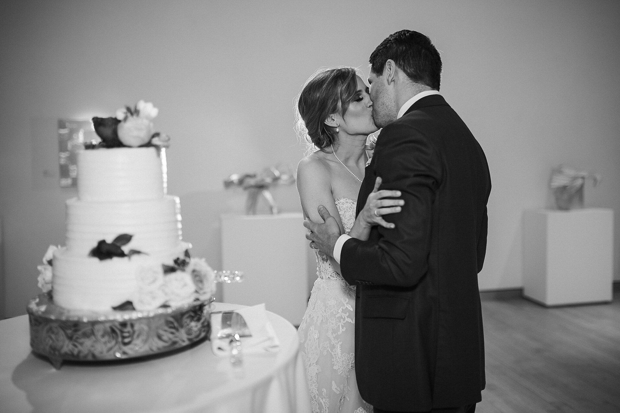 Alicia+lucia+photography+-+albuquerque+wedding+photographer+-+santa+fe+wedding+photography+-+new+mexico+wedding+photographer+-+new+mexico+wedding+-+wedding+-+wedding+cakes+-+flroal+cake+-+santa+fe+cake+-+santa+fe+baker_0022.jpg