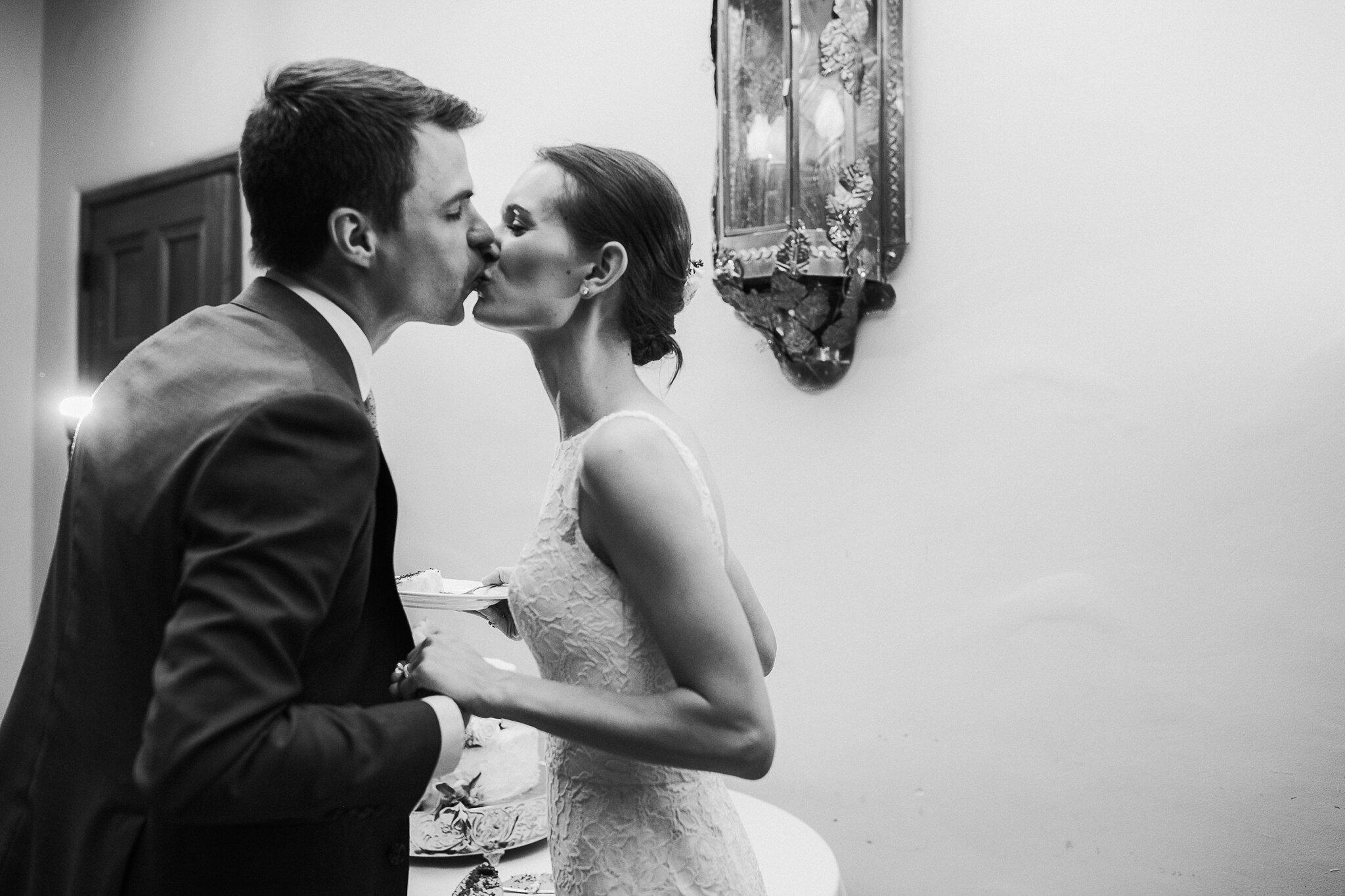 Alicia+lucia+photography+-+albuquerque+wedding+photographer+-+santa+fe+wedding+photography+-+new+mexico+wedding+photographer+-+new+mexico+wedding+-+wedding+-+wedding+cakes+-+flroal+cake+-+santa+fe+cake+-+santa+fe+baker_0026.jpg