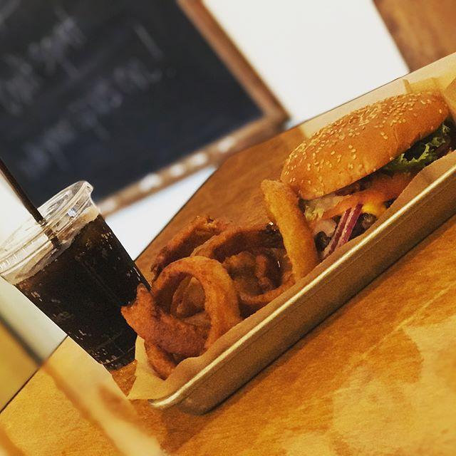 WALLYBURGER! Saturday lunch! #Seattle #SeattleBurgers #Wallyburger #Food #BurgersAndFries