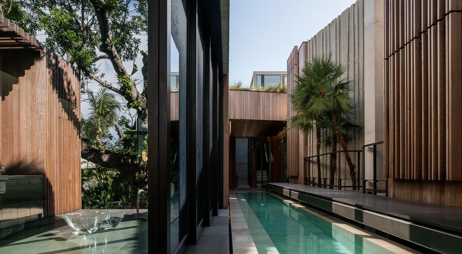 Miami Beach Residence /  Rene Gonzalez Architect