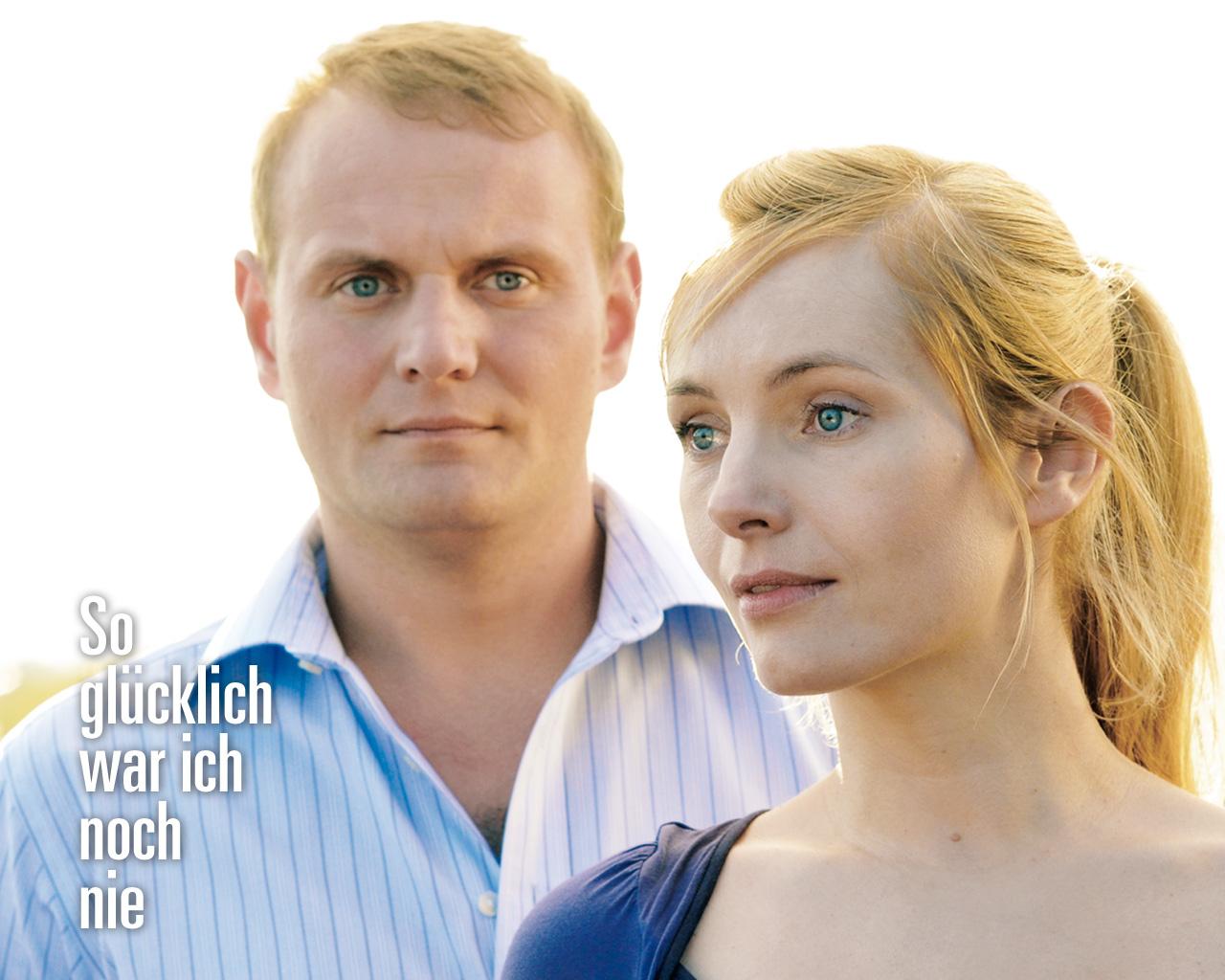 Devid Striesow und Nadja Uhl geben im Film das unsternbedrohte Liebespaar. Foto: Kinowelt
