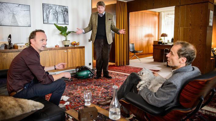 Hasso Gründel (Peter Jordan) versteht die Welt nicht mehr, aber zum Glück hat er einen guten Therapeuten.