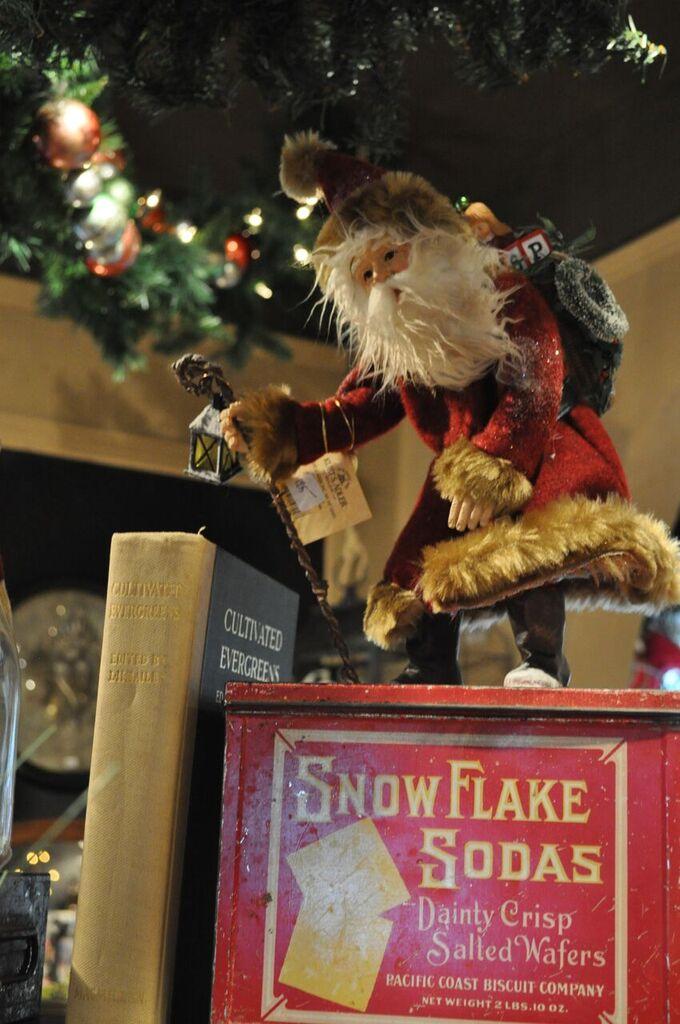 Christmas shop_Shannon Black.jpg