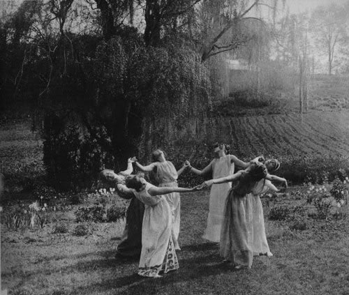 black-and-white-dance-nature-pegan-vintage-witches-favim-com-46861.jpg