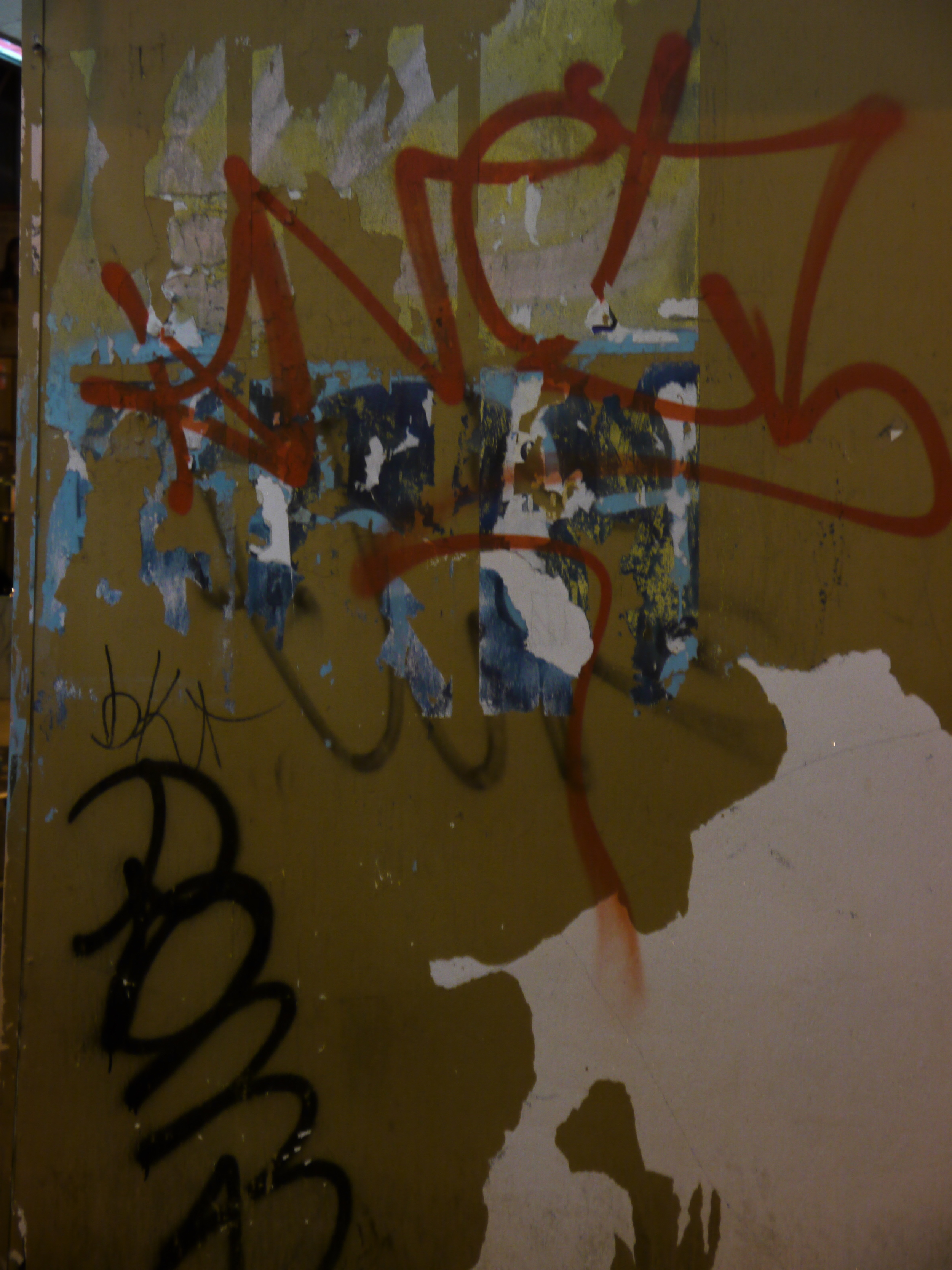 grafitti at night.JPG