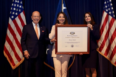"""U.S. Commerce Secretary Wilbur Ross Presents Presidential """"E"""" Award to Mercury Medical of Clearwater, FL on May 21, 2018."""