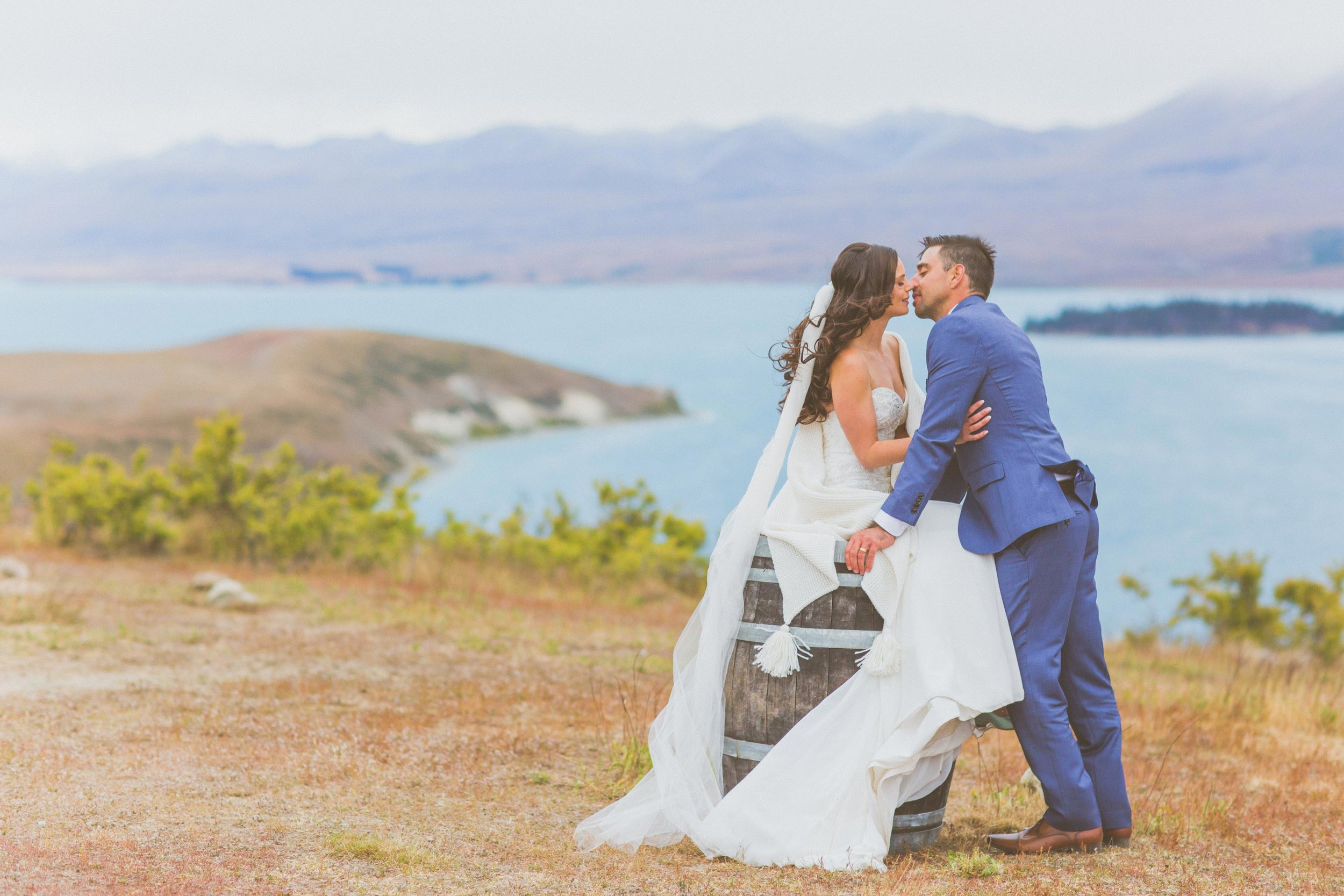nz bride + groom lake tekapo