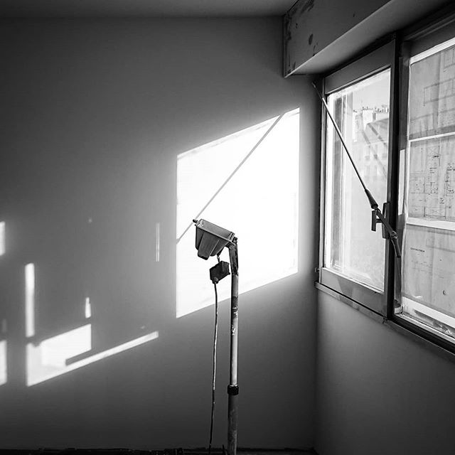Le matin. Soleil du nord . . . . . #travaux #oxmo #appart #appartement #flat #workinprogress #work #obras #paris #paris20 #parisxx #pyr #home #light #bnw #nb #building #archi #archidaily #deco #decor #decoration #lignes #lines #interior #interiors #interiordesign #plan #blueprint #architecture @grandhuit_architecture