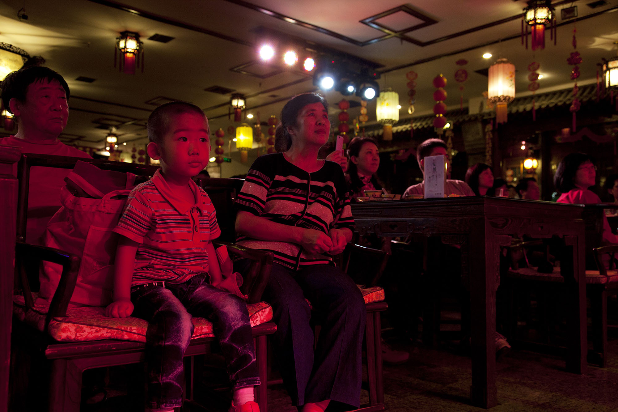 A young member of the audience watches the show at Laoshe teahouse.
