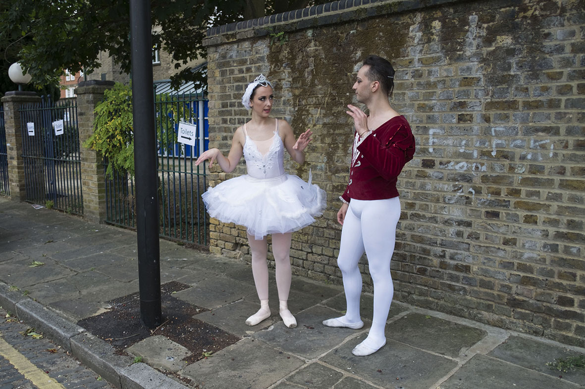 Ballet dancers in Wapping. Copyright: Mike Kemp