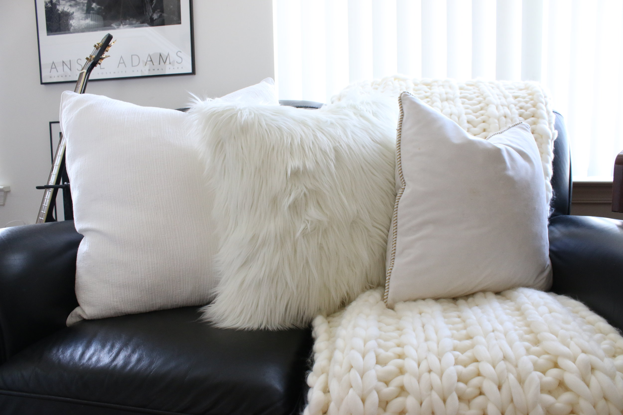 I love the chunky knit throw. Was eyeing about it for quite long time. And I would say they are quite expensive. This one I got from Hobby Lobby, and it was on sale.
