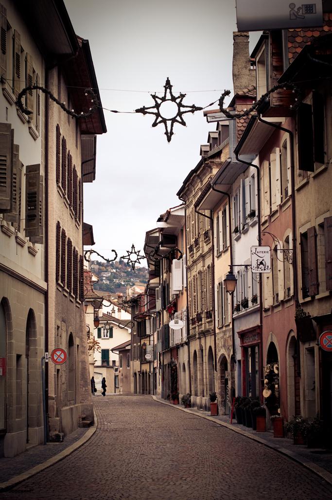 12_Life_Lausanne_Walk_Low7.jpg
