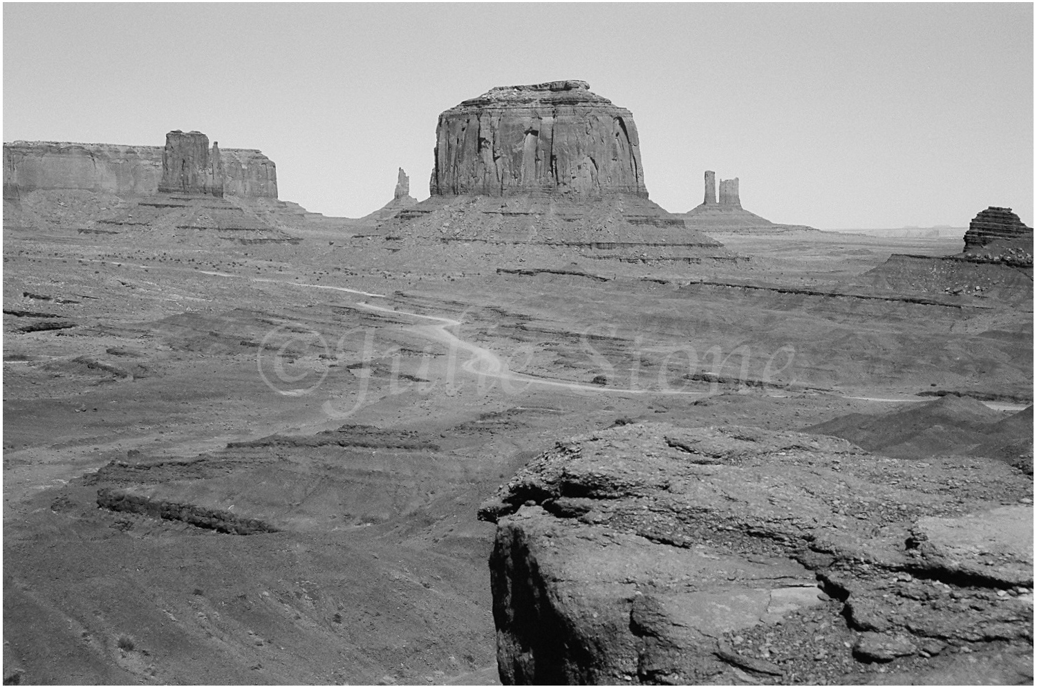 Monument Valley-The Mittens 2004 (2)