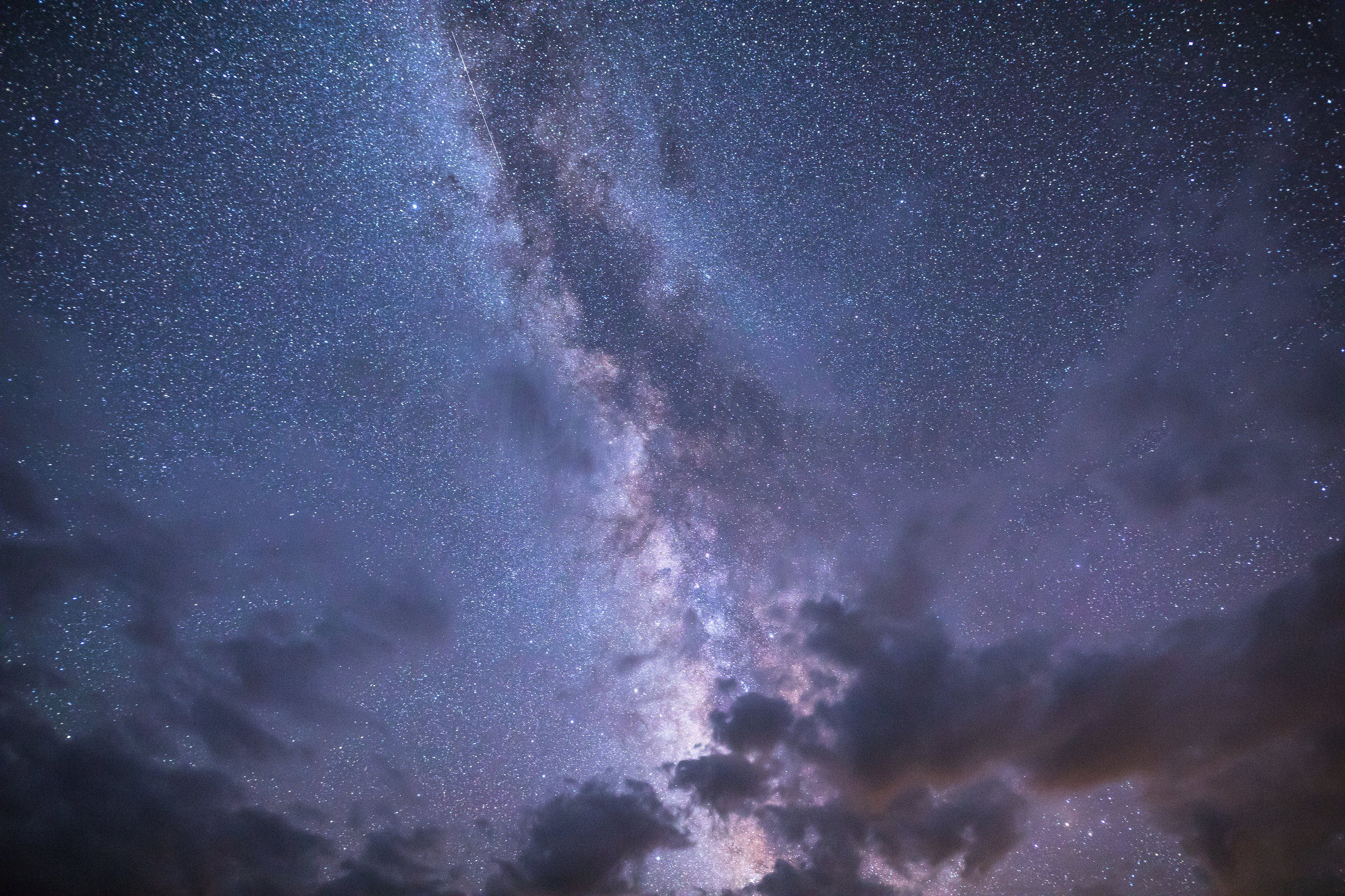 Beautiful Night Sky with Clouds and Milky Way, Image # 7505