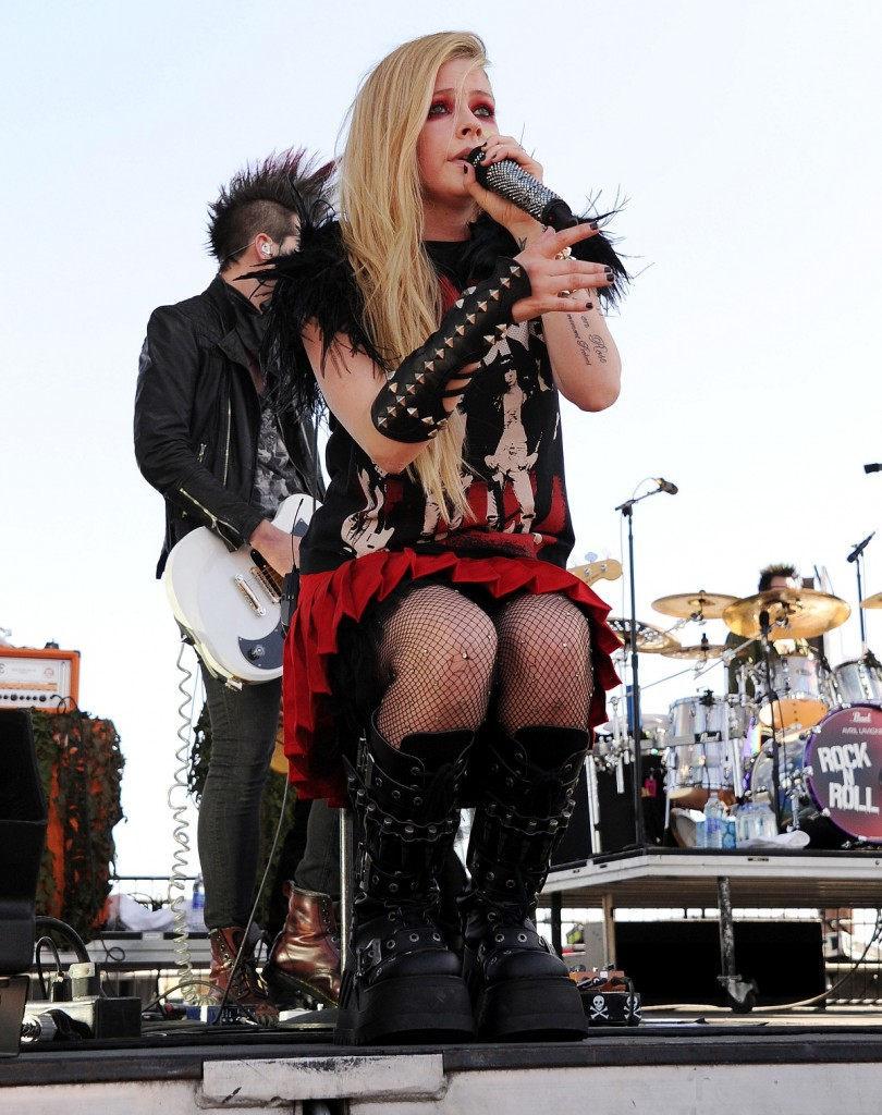Avril-Lavigne-Hits-The-Stage-At-2013-iHeartRadio-Music-Festival-810x1024.jpg