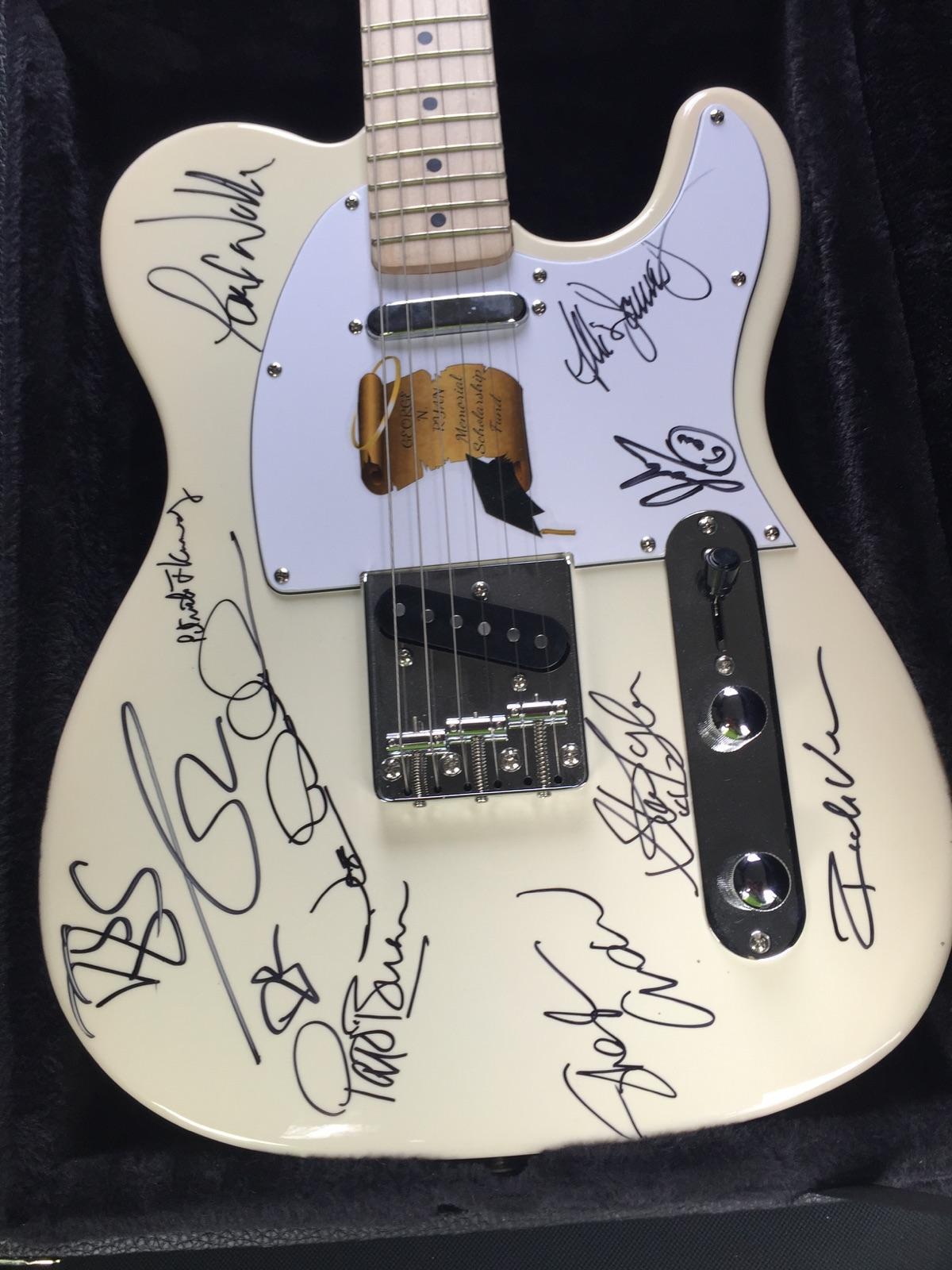 gnr guitar 2016.jpeg