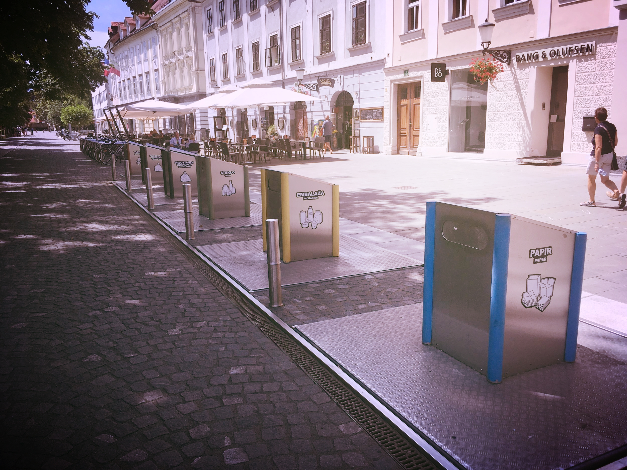 I'm really digging this amazing recycling system. So many cities should follow suite!