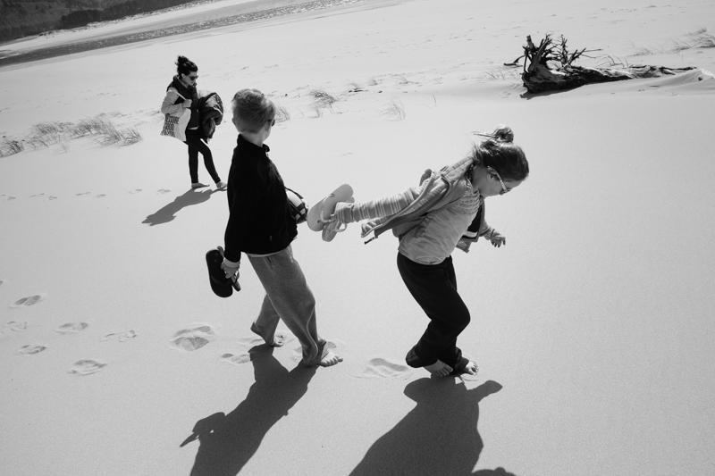 cape-kiwanda-oregon-beach-family-019.jpg