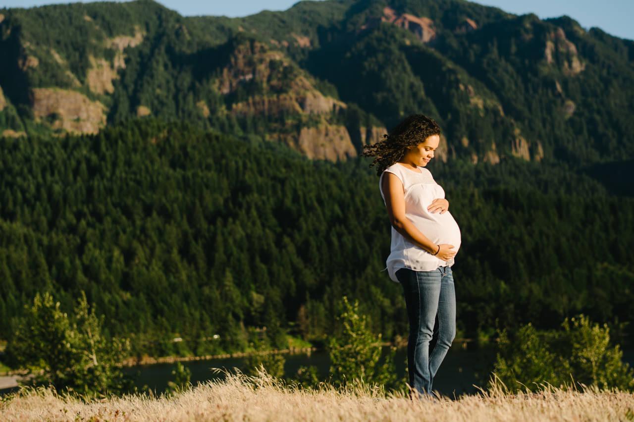columbia-gorge-family-photographs-maternity-27.jpg