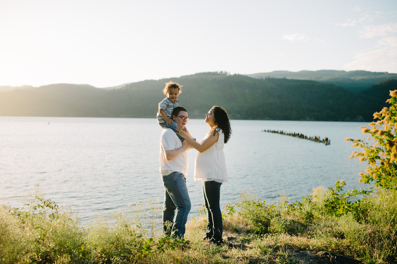 columbia-gorge-family-photographs-maternity-30.jpg