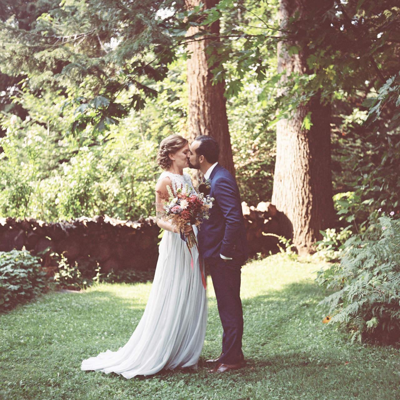 mt-hood-organic-farms-film-wedding-04a.jpg