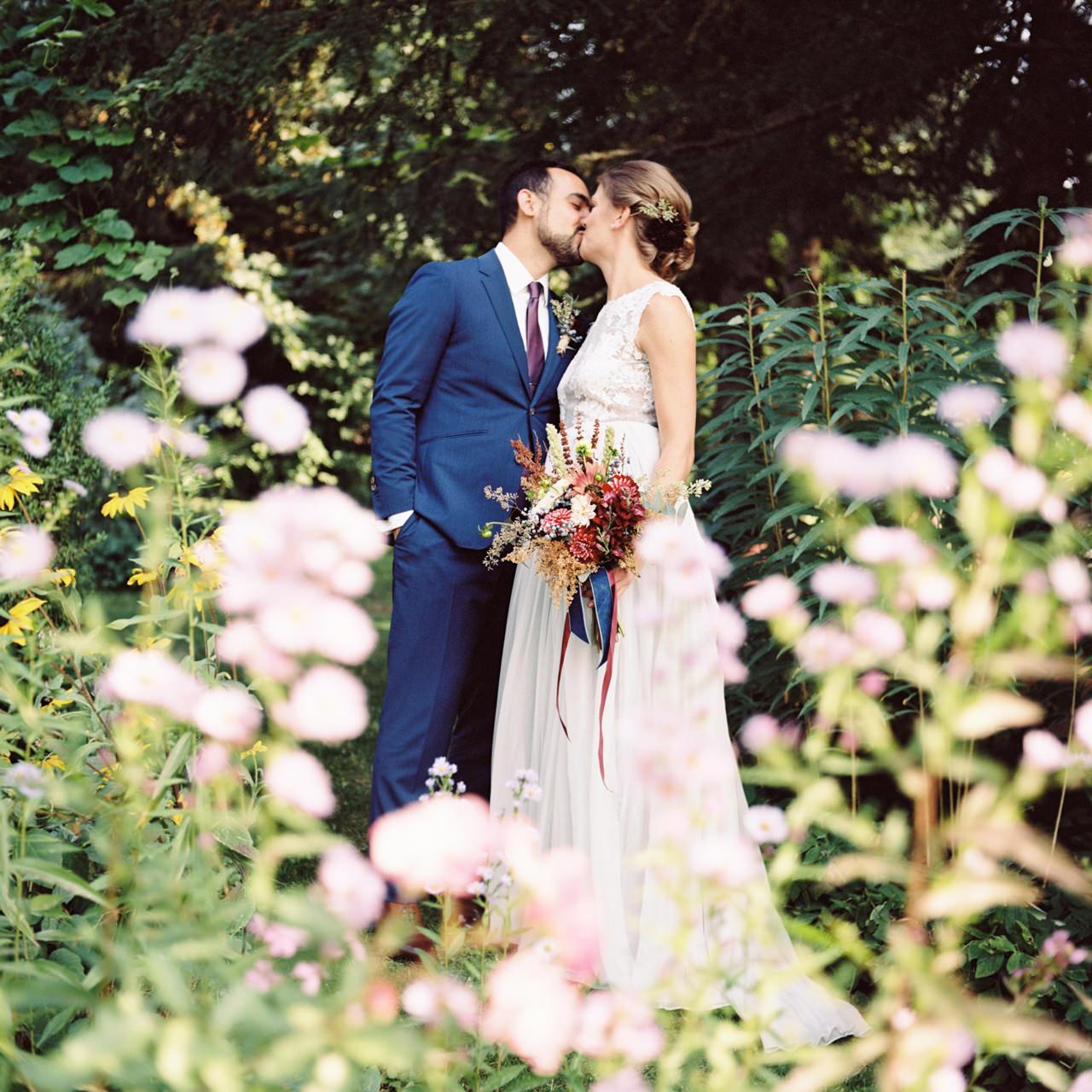 mt-hood-organic-farms-film-wedding-11a.jpg