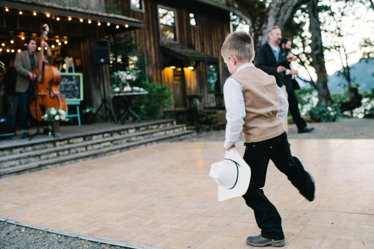 white-salmon-washington-gorge-wedding-102.jpg