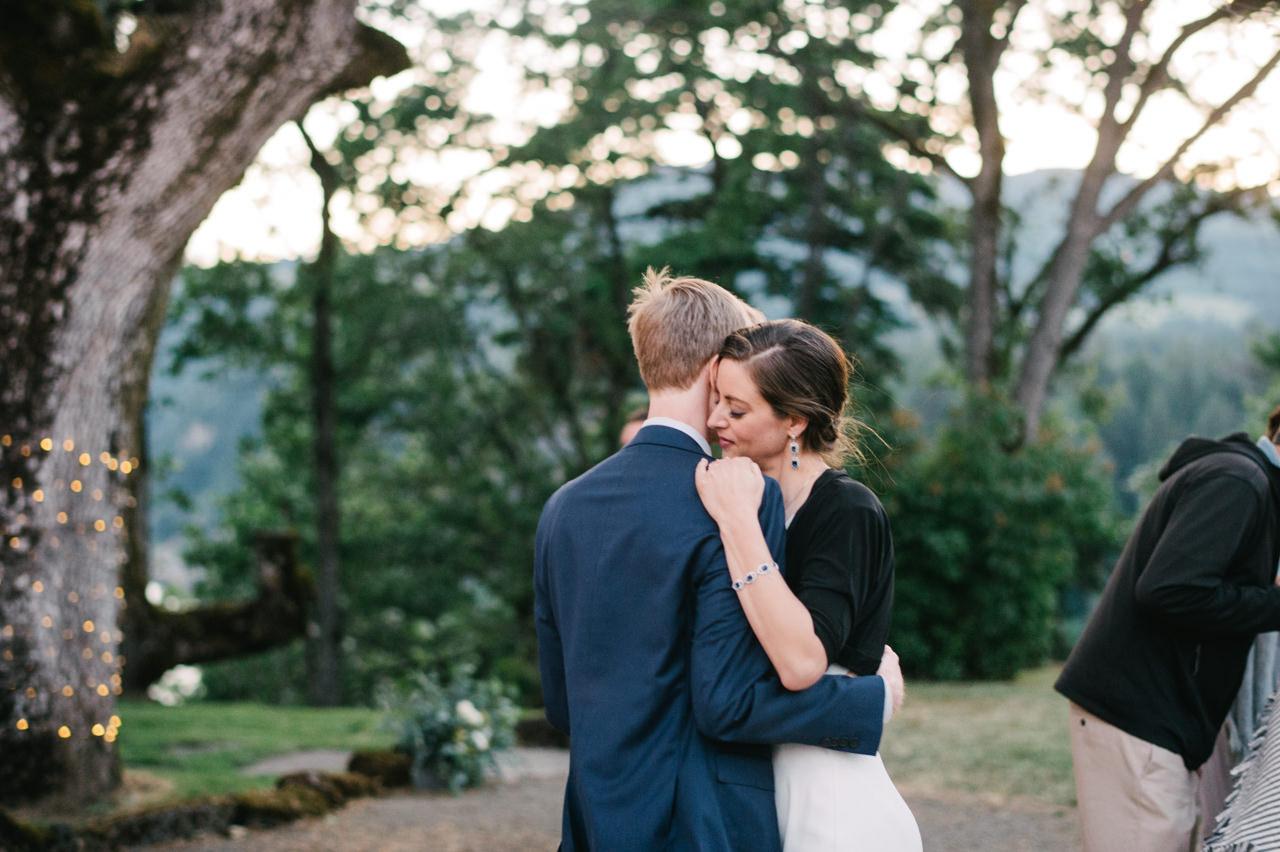 white-salmon-washington-gorge-wedding-111.jpg