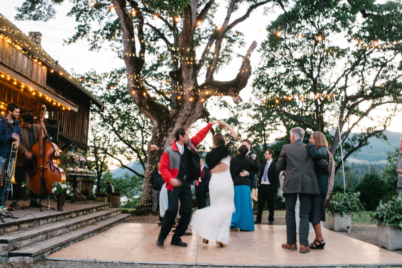 white-salmon-washington-gorge-wedding-114.jpg