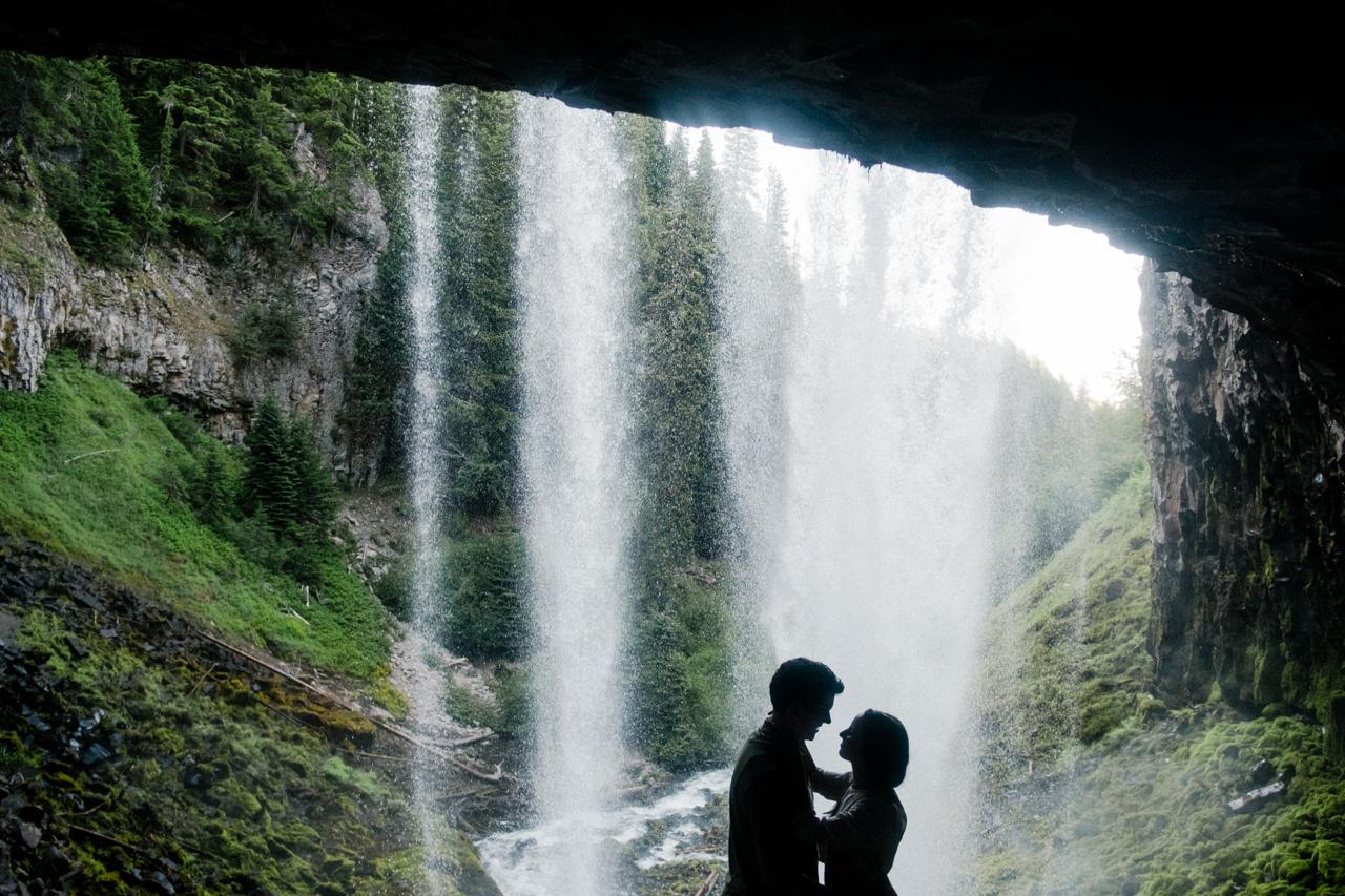 mt-hood-tamawanas-falls-engagement-031.jpg