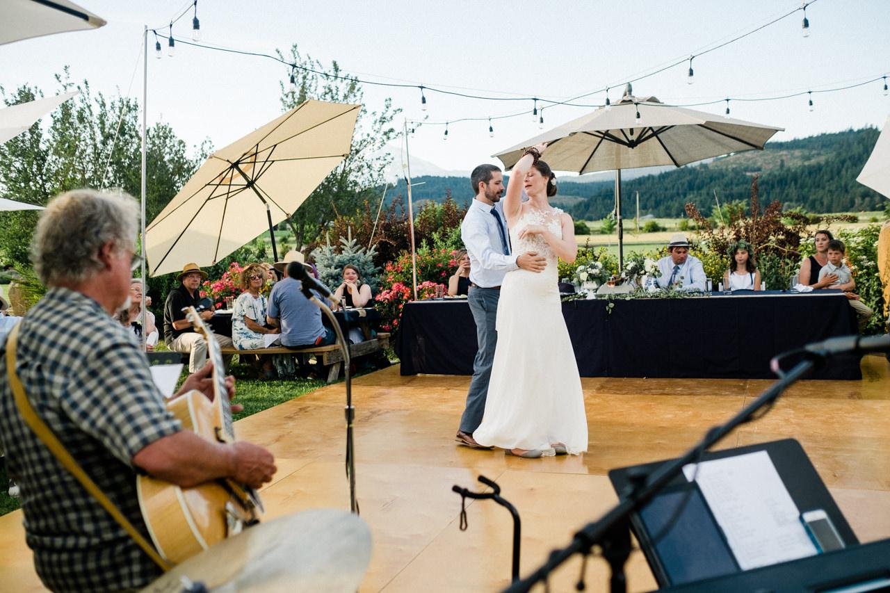 trout-lake-abbey-washington-wedding-103.jpg
