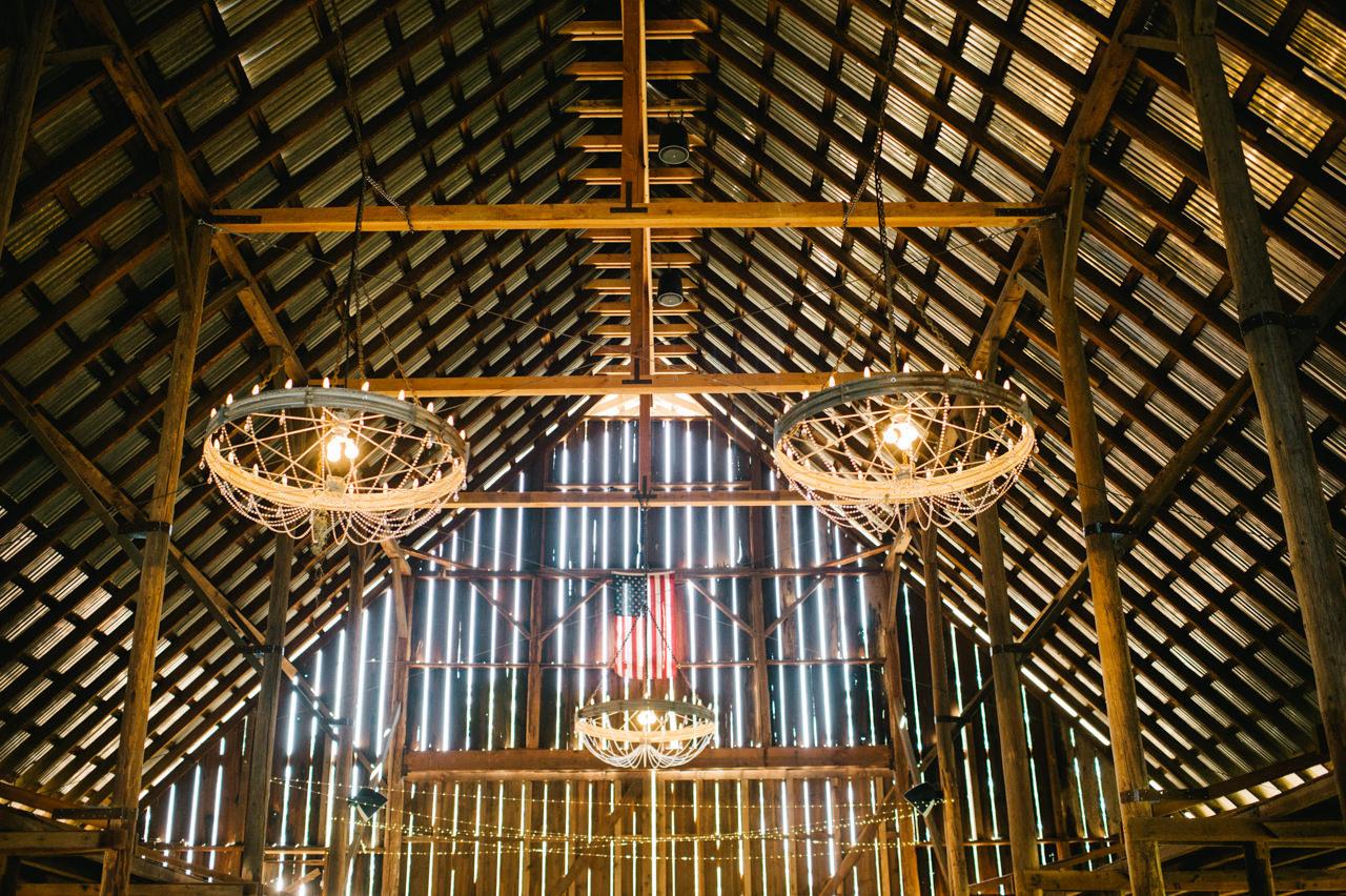 tin-roof-barn-washington-wedding-019.jpg