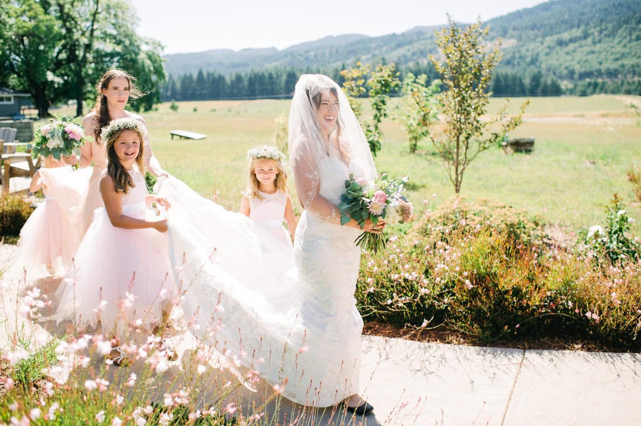 tin-roof-barn-washington-wedding-047.jpg