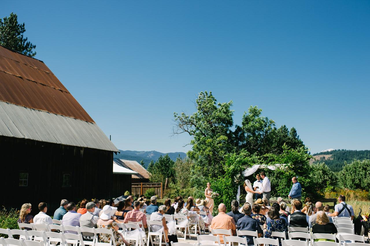 tin-roof-barn-washington-wedding-054.jpg